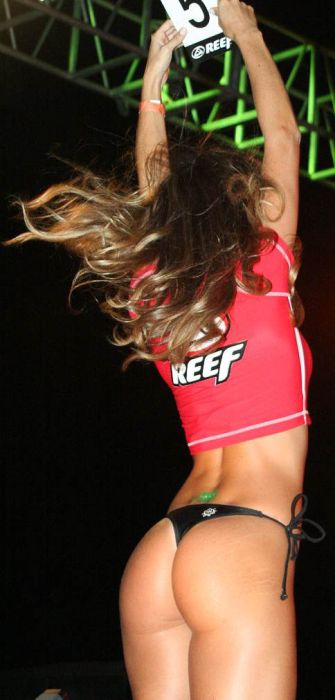 http://us.acidcow.com/pics/20110114/international_reef_bikini_girls_56.jpg