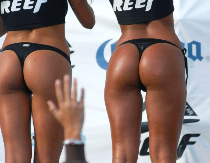 http://us.acidcow.com/pics/20110114/international_reef_bikini_girls_77.jpg
